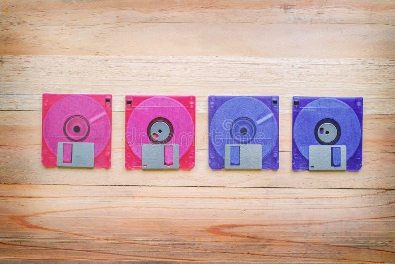 Parte dianteira e parte traseira da disquete na tabela de madeira fotografia de stock