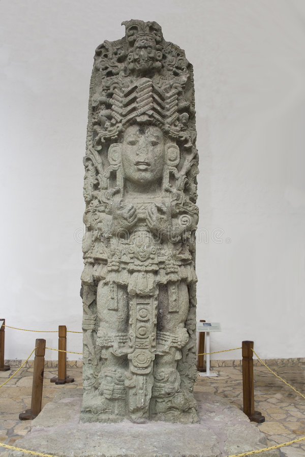 Parte dianteira maia da escultura imagens de stock