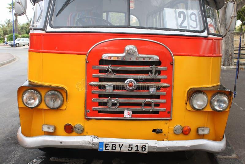 Parte dianteira maltesa do ônibus fotografia de stock royalty free