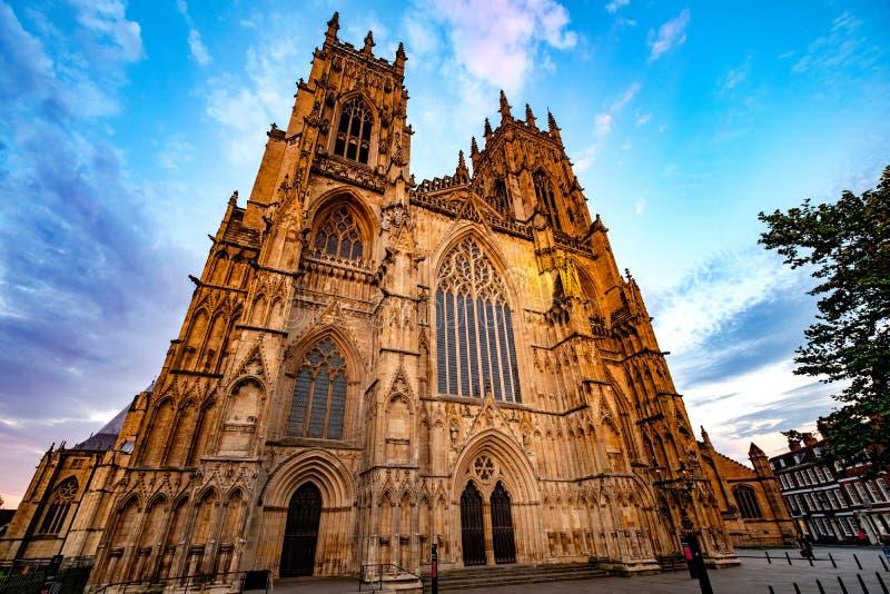 A parte dianteira ocidental da igreja de York imagem de stock