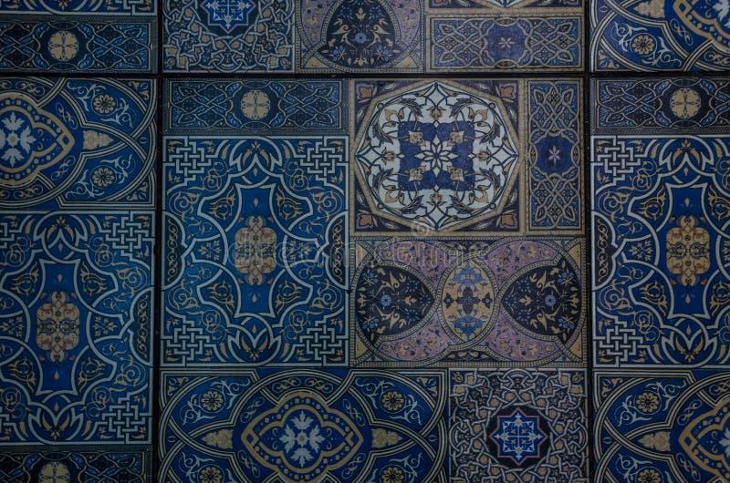 Parte do assoalho, telha azul com ornamento fotografia de stock