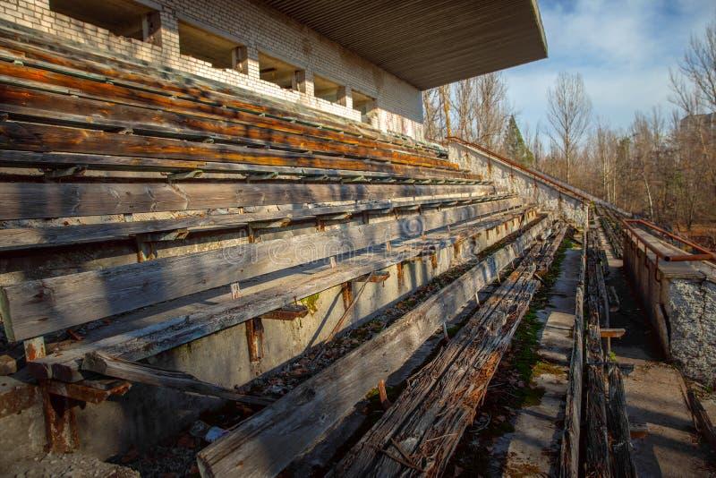 Parte do est?dio abandonado em Pripyat, zona de exclus?o 2019 de Chernobyl imagem de stock