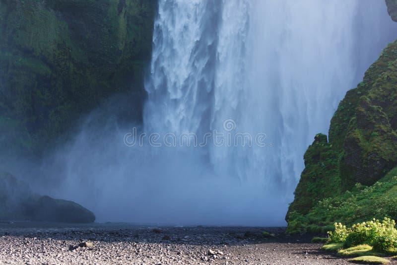Parte do fundo da cachoeira de Skogafoss, Islândia sul foto de stock royalty free