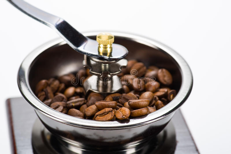Parte do moinho de café com foco em feijões imagem de stock