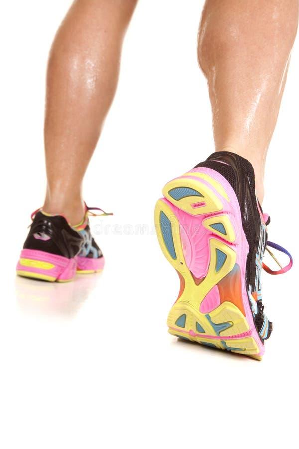 Parte inferior ausente da caminhada da mulher dos pés da sapata foto de stock royalty free