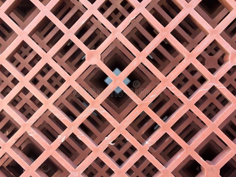 Parte inferior de cestas plásticas, color marrón de la pila plástica hasta modelo de la excelencia foto de archivo libre de regalías