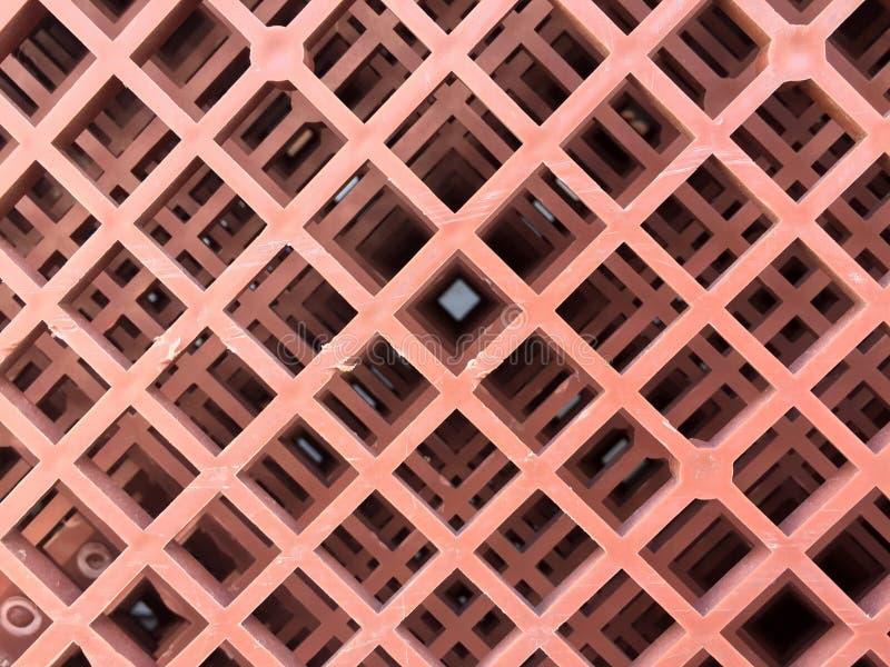 Parte inferior de cestas plásticas, color marrón de la pila plástica hasta modelo de la excelencia foto de archivo