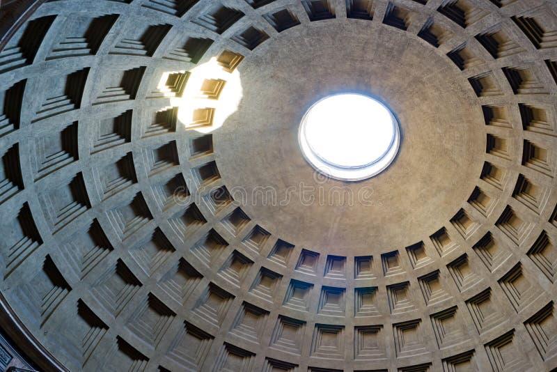 Parte interna della cupola nel panteon, Roma immagine stock libera da diritti