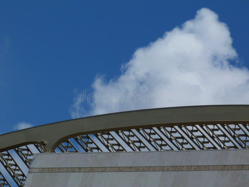 Parte la struttura della decorazione d'acciaio del tetto di un teatro immagine stock libera da diritti