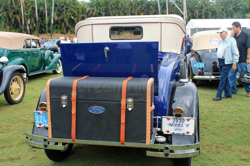 Parte posterior americana antigua del coche fotos de archivo