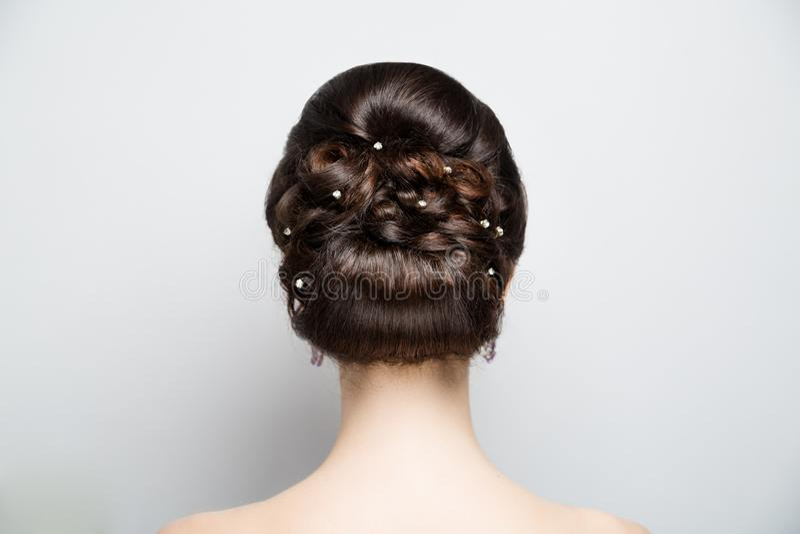 Parte posterior del estilo de pelo de la mujer imagen de archivo libre de regalías