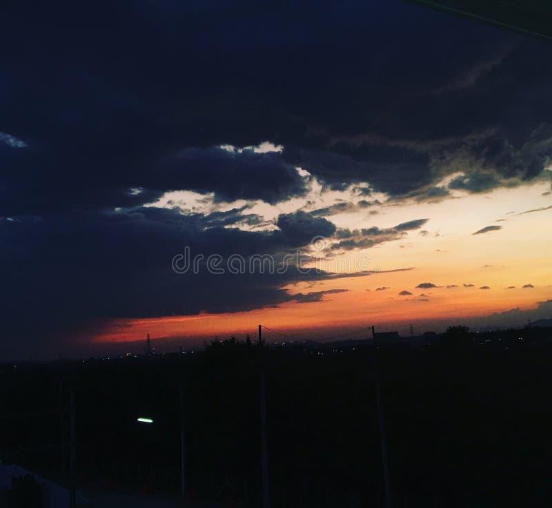 Parte posterior del fondo del día de la naturaleza del tiempo de la luz del sol del cielo fotos de archivo