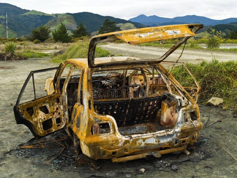 Parte posterior oxidada burnt-out robada del coche fotos de archivo
