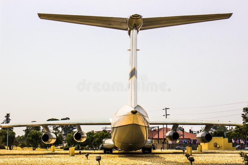 Parte posteriore dell'aeroplano con la grande sezione di coda fotografia stock