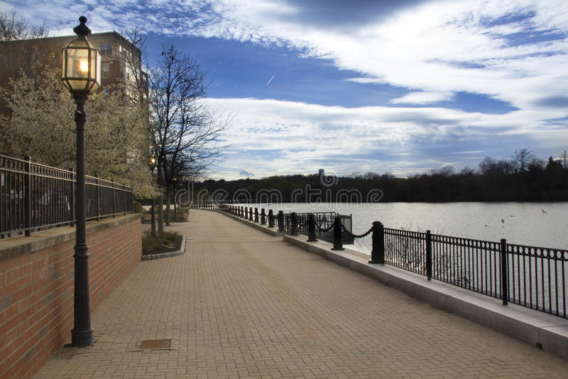 Parte sul da fuga de Riverwalk em Waltham, Massachusetts imagem de stock