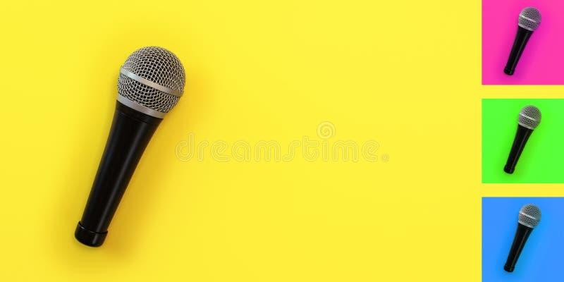 Parte superior abaixo da vista, microfone na placa amarela com espaço para o texto no direito A cor do fundo pode facilmente ser  imagens de stock royalty free