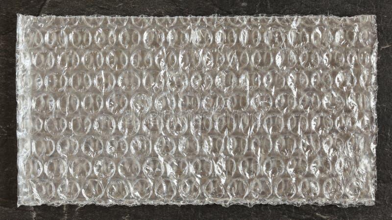 Parte superior abaixo de vista detalhada, saco plástico retangular pequeno da folha da urdidura da bolha fotografia de stock royalty free
