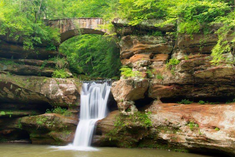 A parte superior cai no parque estadual dos montes de Hocking foto de stock royalty free