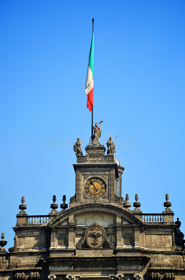 Parte superior da catedral do metropolita de Cidade do México foto de stock
