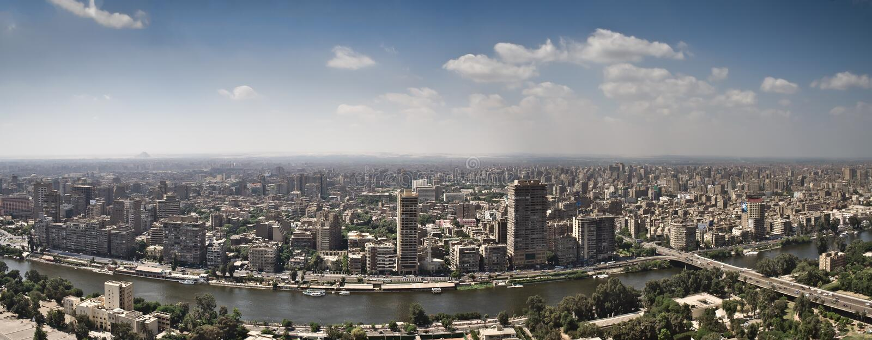 Parte superior da cidade do Cairo da torre da tevê foto de stock