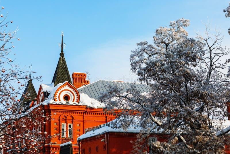A parte superior da construção de banco central em um dia ensolarado do inverno fotografia de stock royalty free