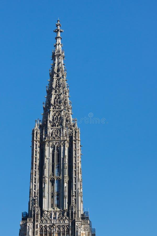 Parte superior da igreja de Ulm (Ulmer Muenster), Alemanha imagens de stock