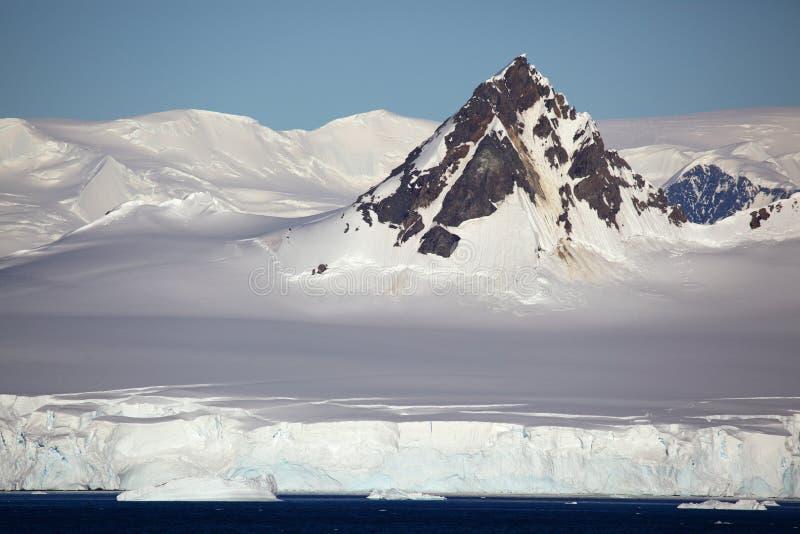 Parte superior da montanha da península antárctica fotos de stock royalty free