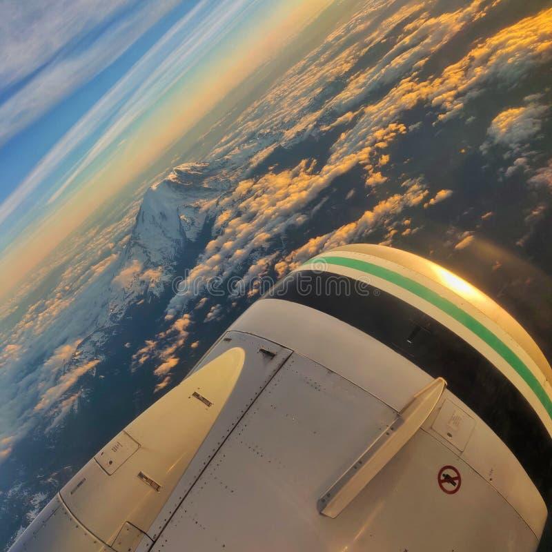 Parte superior da montanha do voo em Seattle fotografia de stock