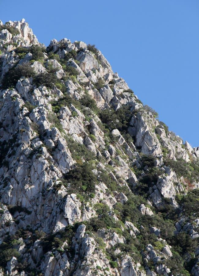 Parte superior da montanha rochosa, rochas sedimentares imagens de stock royalty free