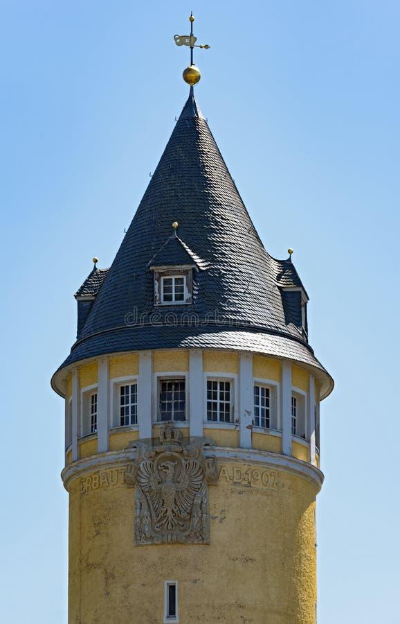 A parte superior da torre amarela no Ems mau, Alemanha da fonte fotos de stock royalty free