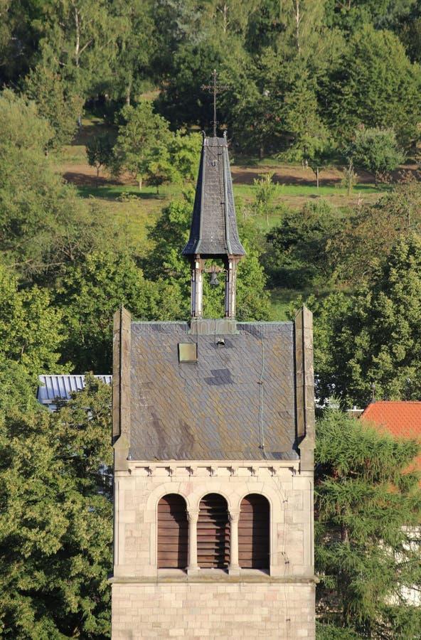 Parte superior da torre de igreja de St Anna em Sulzbach, Gaggenau, Alemanha imagens de stock royalty free