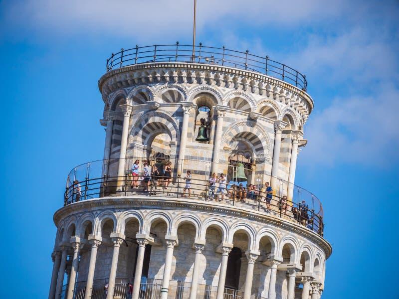 Parte superior da torre famosa de Pisa - marco importante em Toscânia - PISA ITÁLIA - 13 de setembro de 2017 fotografia de stock