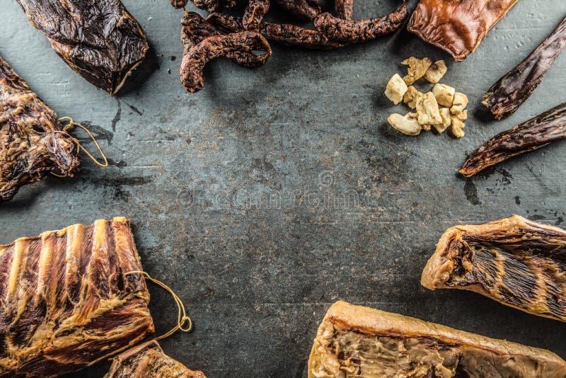 Parte superior da variedade da vista de produtos de carne fumado da carne de porco foto de stock royalty free