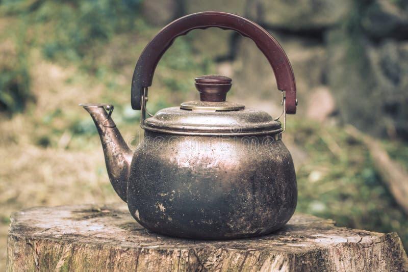 Parte superior de alumínio do fogão da chaleira do potenciômetro do chá do vintage grande fotografia de stock