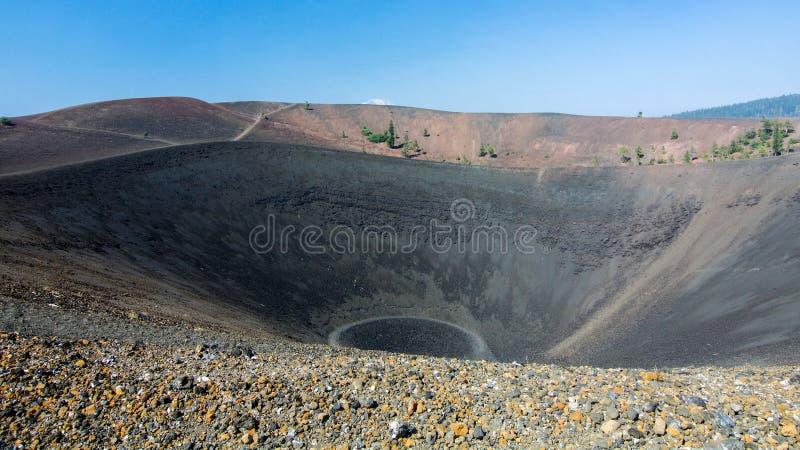 Parte superior de Cinder Cone no parque nacional vulcânico de Lassen imagens de stock