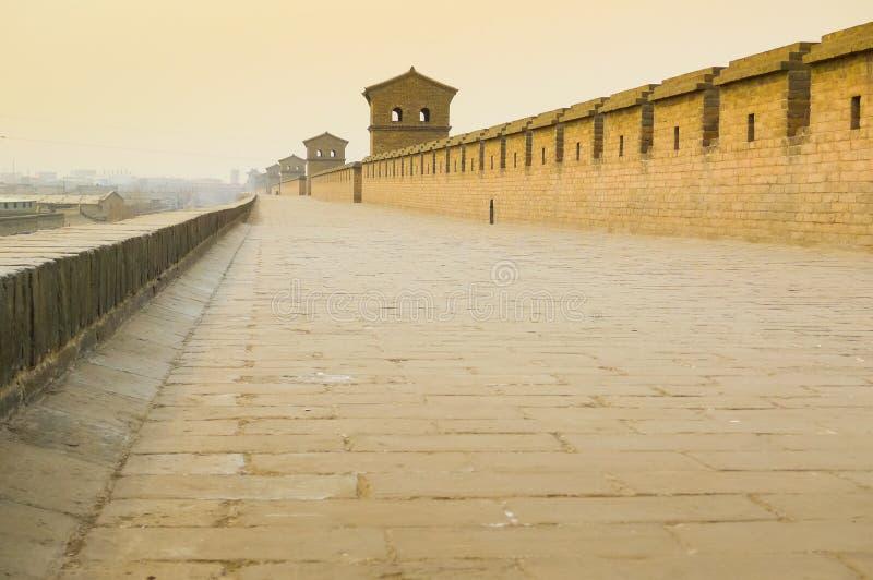 Parte superior de paredes maciças da cidade de Pingyao imagens de stock royalty free