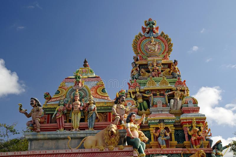 Parte superior de um templo hindu antigo em Mauritius Island o ation, é sabido para suas lagoas das praias e imagens de stock royalty free