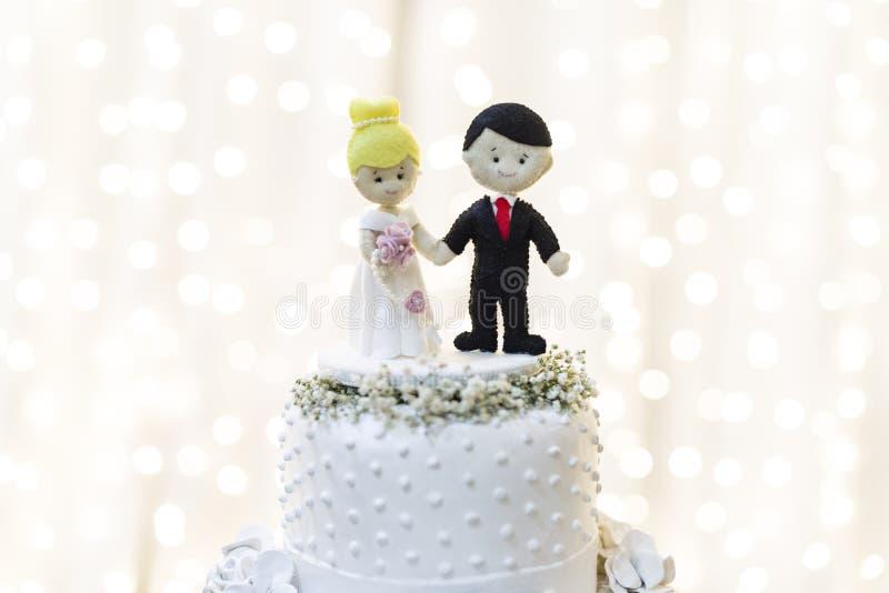 Parte superior do bolo do bolo do cenário para o casamento fotografia de stock