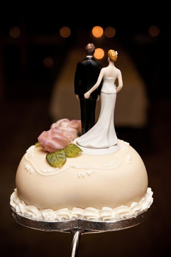 Parte superior do bolo de casamento imagem de stock