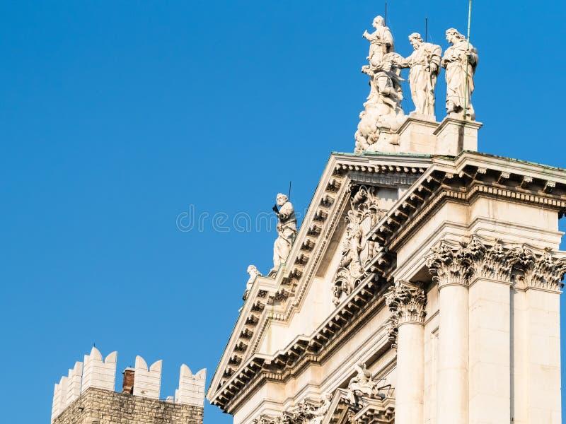 parte superior do domo Nuovo na cidade de Bescia fotografia de stock