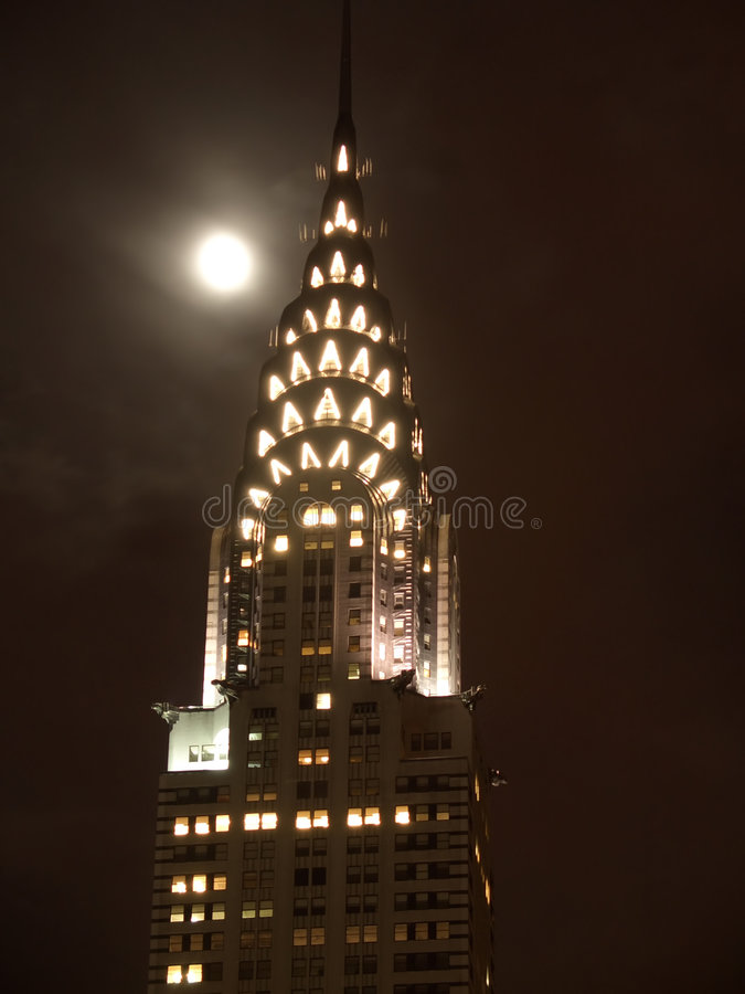 Parte superior do edifício de Chrysler em a noite foto de stock