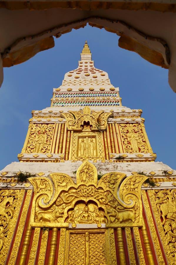 A parte superior do pagode em Wat Mahathat fotografia de stock