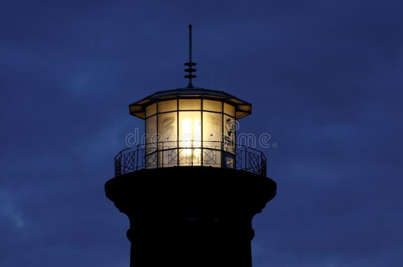 Parte superior iluminada do farol na água de Colônia fotos de stock royalty free