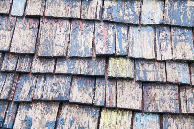 Parte superior slated de madeira do telhado foto de stock