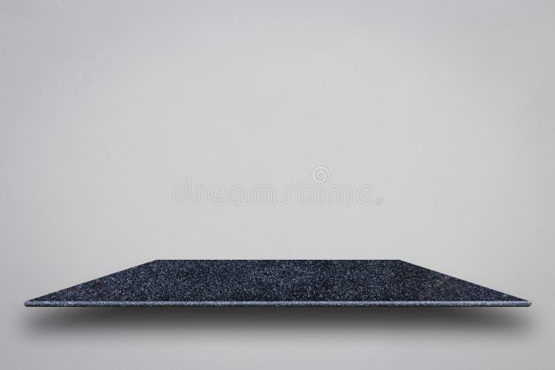 Parte superior vazia de prateleiras de pedra naturais e da parede de pedra para o produto d fotos de stock