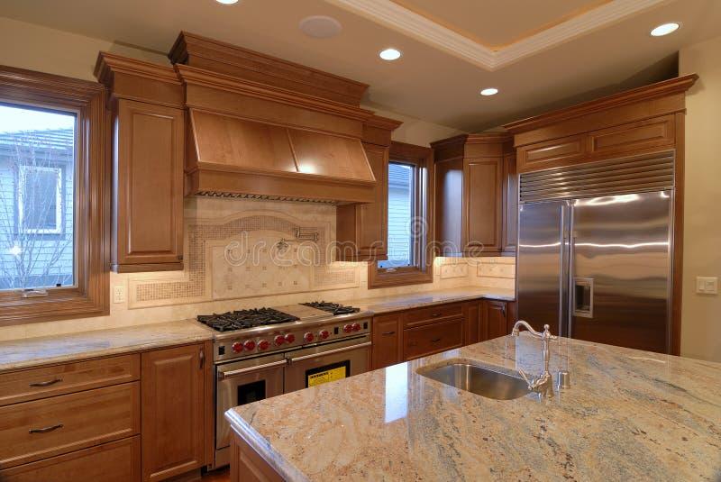Parte superiore della cucina del granito contro fotografia stock