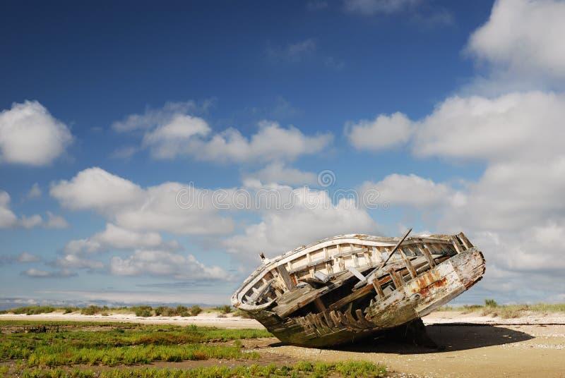 Parte traseira da destruição na praia fotos de stock royalty free