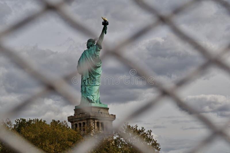 Parte traseira da estátua da liberdade fotografia de stock