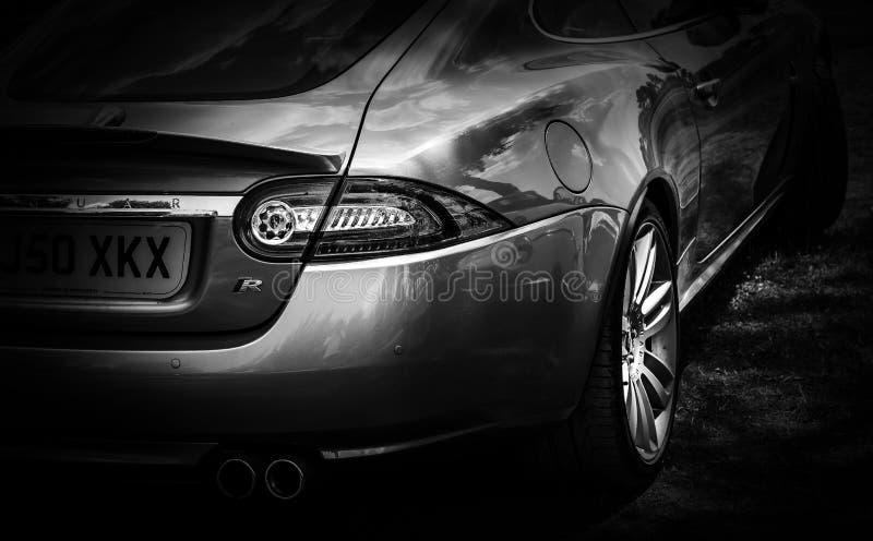 A parte traseira de um carro luxuoso moderno fotografia de stock