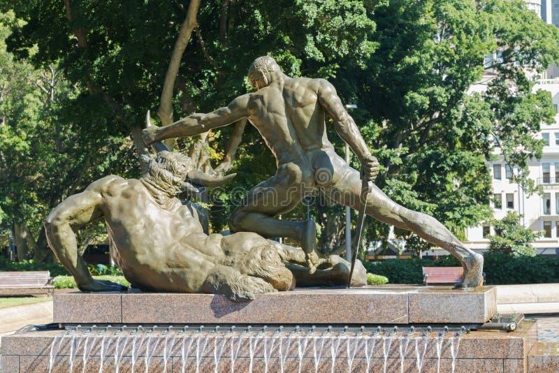 Parte trasera de Theseus y de Minotaur en Archibald Memorial Fountain imagen de archivo